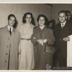 Fotografía antigua: ** C280 - FOTOGRAFIA - GRUPO DE AMIGOS - 1956. Lote 47564518