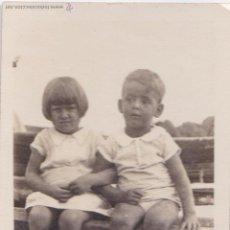 Fotografía antigua: F-159. FOTOGRAFIA DE NIÑOS AÑOS 40-50. VERANEO. PEQUEÑO FORMATO 6 X 9.. Lote 47847510