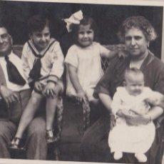 Fotografía antigua: F-164. FOTOGRAFIA POSTAL DE FAMILIA. AÑOS TREINTA. . Lote 47847815