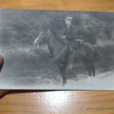 Fotografía antigua: ANTIGUA FOTOGRAFIA DE JINETE A CABALLO DE PRINCIPIOS S.XX, CABALLERIA. Lote 48696431
