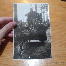 Fotografía antigua: ANTIGUA FOTOGRAFIA DE PROCESION CON IMAGEN RELIGIOSA, BARCELONA. Lote 48720947