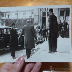 Fotografía antigua: ANTIGUA FOTOGRAFIA ORIGINAL DE PRENSA DE FRANCIA, CON EXPLICACION DE DIARIO. Lote 48726472