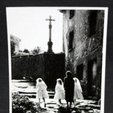 Fotografía antigua: FOTOGRAFIA DE LOS AÑOS 60. AUTOR ANONIMO. PERSONAJES. MEDIDAS 17,8 CM. X 12,5 CM.. Lote 48898157