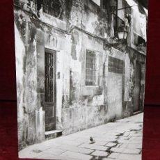 Fotografía antigua: FOTOGRAFIA DE LOS AÑOS 60. AUTOR ANONIMO. VISTA DE UNA FACHADA. MEDIDAS 23,7 CM. X 17,8 CM.. Lote 48912568
