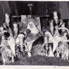 Fotografía antigua: SEMANA SANTA SEVILLA - 12X17 CM - PASO DE LA HERMANDAD DE LA SAGRADA MORTAJA. Lote 49141935