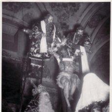Fotografía antigua: SEMANA SANTA SEVILLA - 12X17 CM - PASO DE LA HERMANDAD DE LA QUINTA ANGUSTIA . Lote 49141976