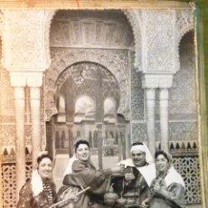 Fotografía antigua: ANTIGUA FOTO AMBIENTADA EN PALACIO MARROQUI ? . GRUPO FUMANDO PIPA INSTRUMENTOS . Lote 49404302