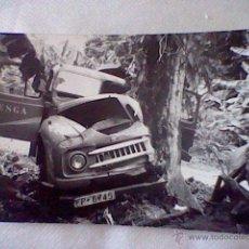 Fotografía antigua: FOTO COCHE AUSTIN EGSA ACCIDENTE CONTRA ARBOL TAMAÑO POSTAL *B29 . Lote 49512085