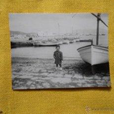 Fotografía antigua: FOTOGRAFÍA PUERTO DE POLLENSA, PALMA DE MALLORCA. AÑO 1953. Lote 49599535