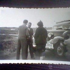 Fotografía antigua: FOTO PARTICULAR 9 X 6 CMS COCHE EPOCA SELLO TRASERA PELLIN MALAGA *B47. Lote 49985064