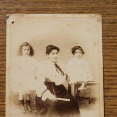 Fotografía antigua: FOTOGRAFIA MADRE E HIJAS, VDA DE ROGELIO LOPEZ BARCELONA 1903. Lote 50458869