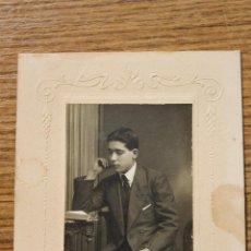 Fotografía antigua: FOTOGRAFIA JOVEN SENTADO, E. TORRES REUS PRINCIPIOS SIGLO XX. Lote 50459166