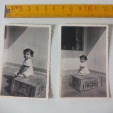 Fotografía antigua: LOTE DE 2 FOTOGRAFÍAS ANTIGUAS DE LOS AÑOS 50, NIÑA SENTADA EN CAJA DE SOLEIL. FOTO ANTIGUA.. Lote 51109746