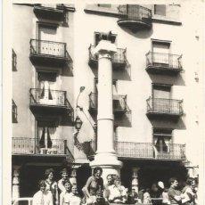 Fotografía antigua: ** E754 - FOTOGRAFIA - GRUPO DE AMIGOS JUNTO AL TORICO - TERUEL. Lote 51536769