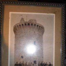 Fotografía antigua: CELEBRIDADES FOTO ANTIGUA ORIGINAL ANTIGUO CASTILLO DE BELLVER MALLORCA RELIGIOSO SACERDOTE. Lote 52690312