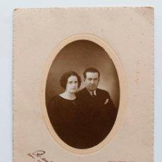 Fotografía antigua: RETRATO DE PAREJA EN ESTUDIO, HUELVA 1925. Lote 52718638