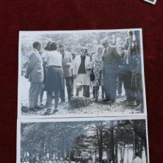 Fotografía antigua: 2 FOTOS PILAR PRIMO DE RIVERA, MISA DE CAMPAÑA EN EL ESCORIAL. Lote 52965178
