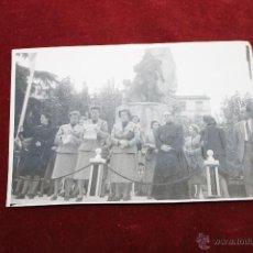 Fotografía antigua: FOTO PILAR PRIMO DE RIVERA, EN LA FIESTA DE SANTA TERESA PATRONA SECCIÓN FEMENINA 1950. Lote 52966282