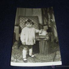 Fotografia antica: FOTO NIÑA CON TELEFONO TAMAÑO POSTAL. Lote 53052303