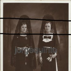 Fotografía antigua: RETRATO DE ESTUDIO. DOS HERMANAS. MURCIA, 25 DE MAYO DE 1935. MATEO FOTÓGRAFO. MURCIA.. Lote 53408113