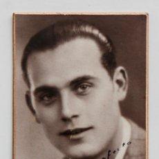 Fotografía antigua: GUAPO JOVEN. FOTO SOBRE CARTÓN. STUDI VALDÉS, J. FABRA FOTÓGRAFO, BARCELONA. Lote 53618283