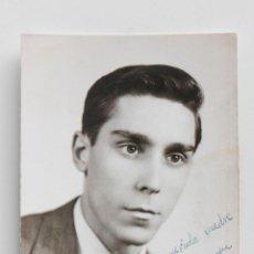 Fotografía antigua: RETRATO DE HOMBRE EN ESTUDIO. FOTOGRAFÍA F. SANCHÍS, VALENCIA 7,70 X 11 CM. Lote 53682703