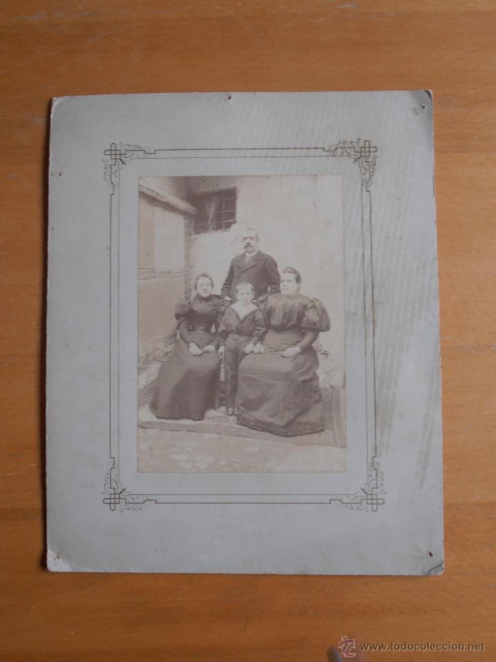 FOTOGRAFIA ANTIGUA CARTON FAMILIA CASA PUEBLO (Fotografía - Artística)