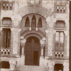 Fotografía antigua: FOTOGRAFÍA CASA PROVINCIAL DE MATERNIDAD - BARCELONA - ARQUITECTO OLIVERAS - PUERTA DE PABELLÓN. Lote 54865073
