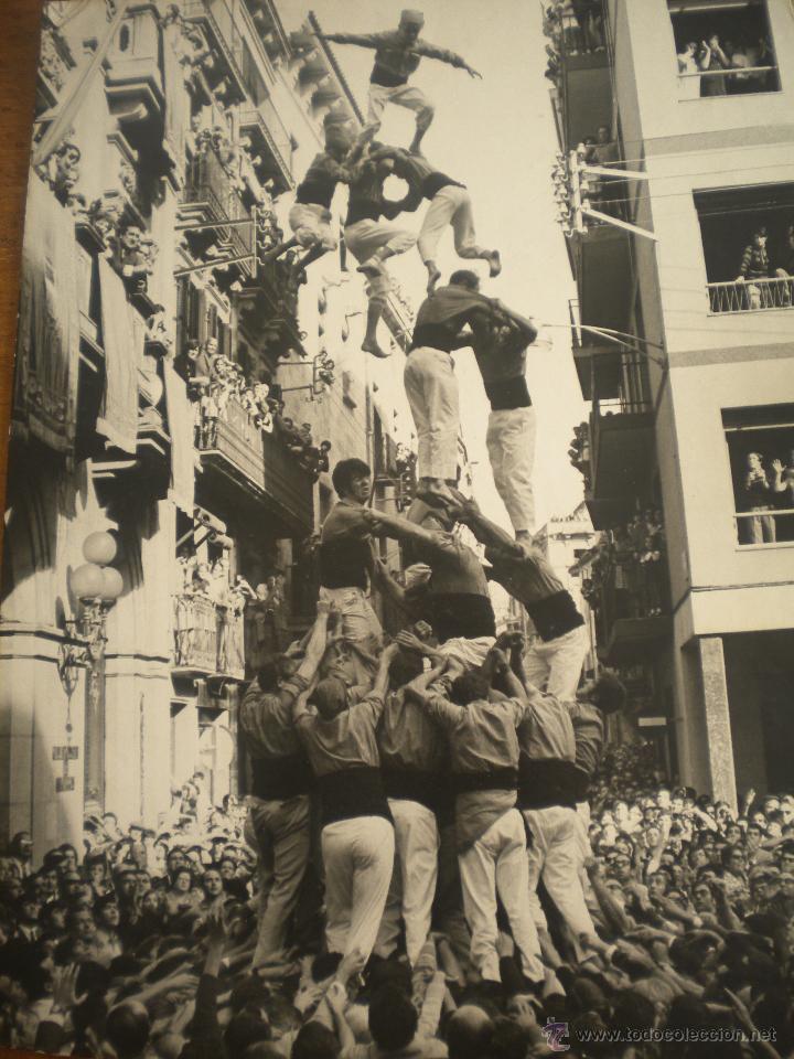 Fotografía antigua: FOTOGRAFIA INEDITA DE ENRIC REVOLTOS DENSDAD, CASTELLERS DE VALLS 1969 TORRE DE VUIT AMB FOLRE - Foto 4 - 55039765