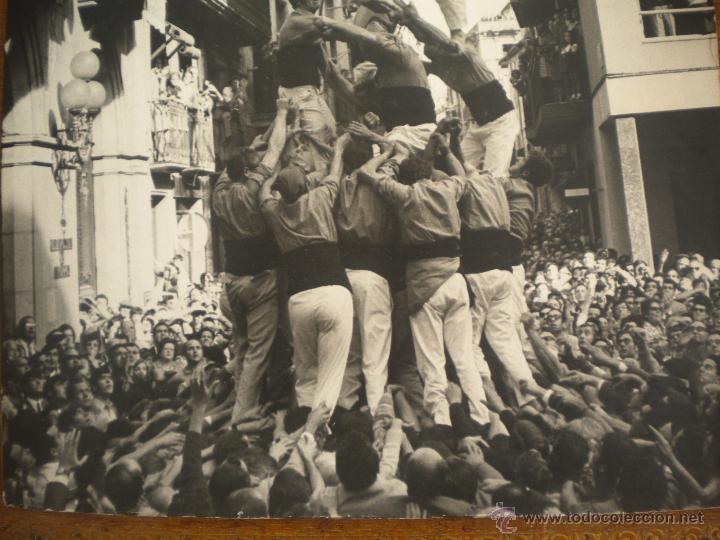 Fotografía antigua: FOTOGRAFIA INEDITA DE ENRIC REVOLTOS DENSDAD, CASTELLERS DE VALLS 1969 TORRE DE VUIT AMB FOLRE - Foto 5 - 55039765