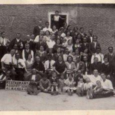 Fotografía antigua: FOTOGRAFÍA GRUPO FAMILIAR, RESTAURANT AGUDUT ALMANSA 46 MADRID. 13 X 18 CM. Lote 56236931