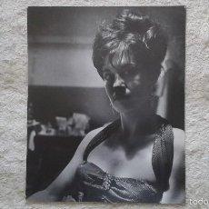 Fotografía antigua: BUSTO MUJER ACRÓBATA POSANDO -- 50 X 60 CM -- CIRCO -- HOLANDA, 1966 -- CON SELLO COPYRIGHT --. Lote 57324630