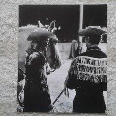 Fotografía antigua: CABALLO Y PAREJA DE RANCHEROS -- 50 X 60 CM -- CIRCO -- HOLANDA, 1966 -- CON SELLO DE COPYRIGHT --. Lote 57326352