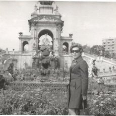 Fotografía antigua: ** T667 - FOTOGRAFIA - SEÑORA EN BARCELONA 1971. Lote 57399148