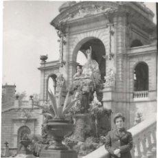 Fotografía antigua: ** T886 - FOTOGRAFIA -SEÑORA EN BARCELONA - 1971. Lote 57490190