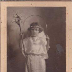 Fotografía antigua: NIÑA ANGELICAL. FOTOGRAFÍA 16X10 CM. AÑOS 50. . Lote 57798247