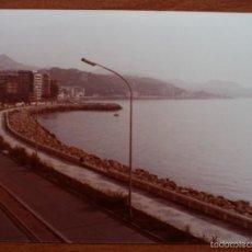Fotografía antigua: ANTIGUA FOTO FOTOGRAFIA PAPEL KODAK COLOR PASEO MARITIMO PABLO RUIZ PICASSO MALAGA CALETA AÑO 1974. Lote 57855241