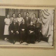 Fotografía antigua: FOTOGRAFIA FAMILIAR FOTO FERNANDEZ -LEON-12X18. Lote 58003107
