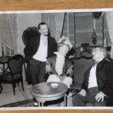 Fotografía antigua: INTERPRETACION TEATRAL DE ISABEL TORTAJADA - FOTO: ENGUIDANOS - VALENCIA. Lote 58461027