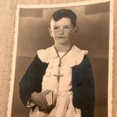 Fotografía antigua: VITORIA FOTO POSTAL NIÑO PRIMERA COMUNION 1936 FOTOGRAFO ALONSO . Lote 58530493