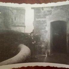 Fotografía antigua: MONASTERIO PARADOR DE GUADALUPE 1956 CACERES MEDIEVAL EN PIEDRA FOTO EN BLANCO Y NEGRO 10X7. Lote 58568698