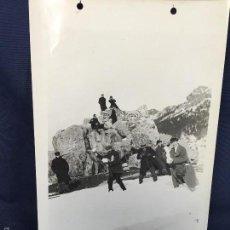 Fotografía antigua: FOTO AMIGOS EN SIERRA NEVADA BOLAS NIEVE MONTAÑA GRANITO MADRID PPIO SXX 17X24CMS. Lote 58584521