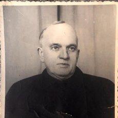 Fotografía antigua: BURGOS CURA GUMERSINDO LOZANO PRESBITERO SACERDOTE DE BRIVIESCA BURGOS FOT 11,5 X8 1951. Lote 58628478