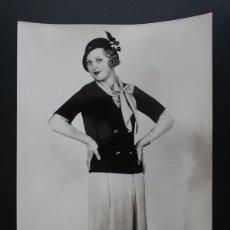 Fotografía antigua: ANTIGUA FOTOGRAFIA DE MODELO EN POSADO AÑOS 30 CON NOMBRE Y CURRICULUM EN REVERSO. Lote 59086395