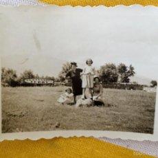 Fotografía antigua: EL ESCORIAL CENTENARIO TERRY PEPITA Y CONCHA LAZARO GUILARTE PRADO 6,8 X4,9. Lote 59623387