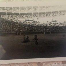 Fotografía antigua: TOROS FOTO PLAZA DE LAS VENTAS 1950 CORRIDA TOREROS GRADAS 6,1X5. Lote 59623887