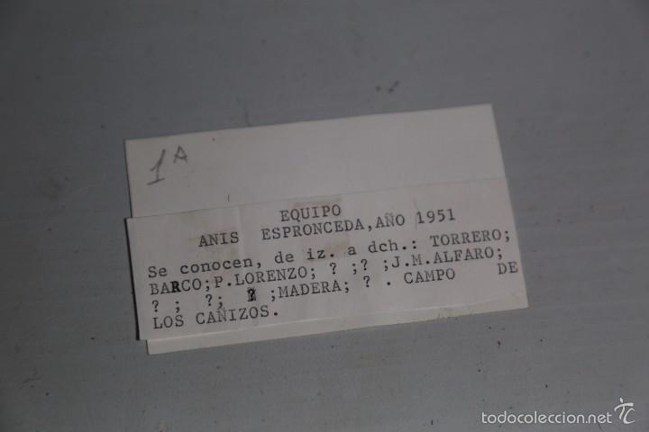 Fotografía antigua: FOTO ORIGINAL EQUIPO DE FUTBOL ANIS ESPRONCEDA 1951. MEDIDA 9X5,5CM - Foto 2 - 60375883