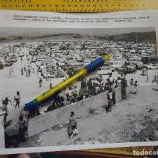 Fotografía antigua: 25 X 20 FOTOGRAFIA - ALGECIRAS CADIZ 1986 PANORAMA DE LOS CAMPAMENTOS MARROQUIES PARA SUS EMBARQUES. Lote 61545184