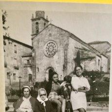 Fotografía antigua: PONTEVEDRA IGLESIA DE SAN FRANCISCO MUJERES EN BANCO 10X17,5. Lote 62253600