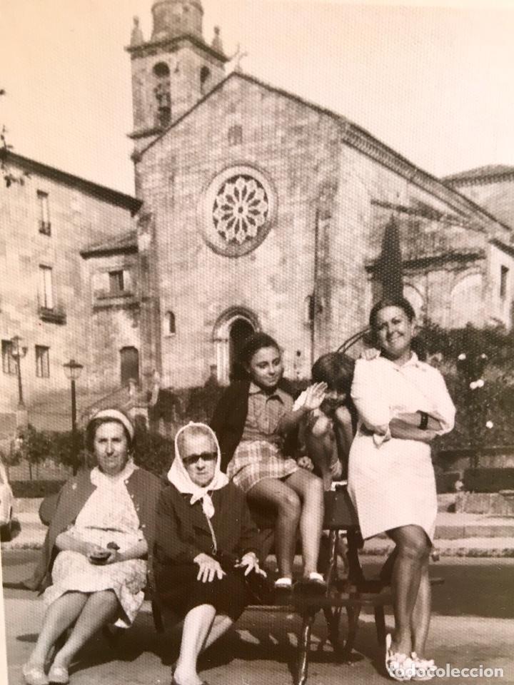 Fotografía antigua: Pontevedra iglesia de San Francisco mujeres en banco 10x17,5 - Foto 3 - 62253600